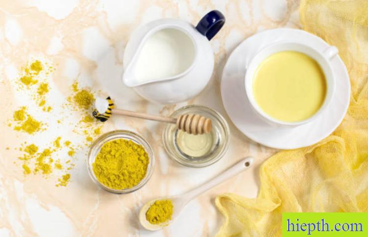 13 lợi ích khi uống tinh bột nghệ với mật ong